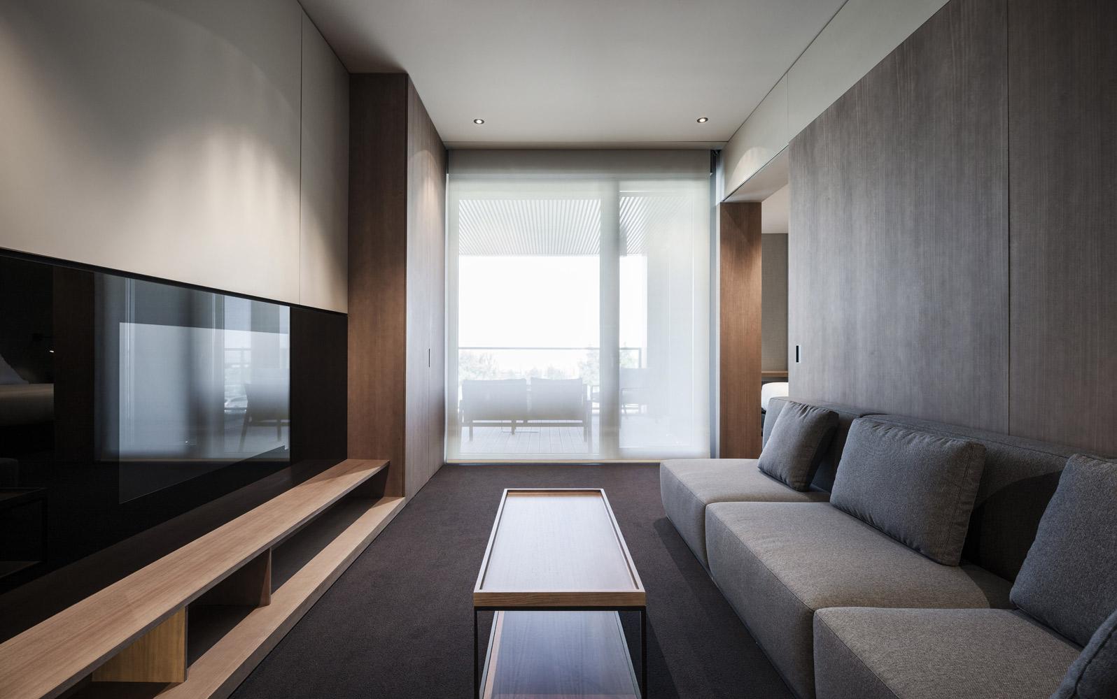 Francesc rif studio hospitality real madrid residence for Real madrid oficinas telefono