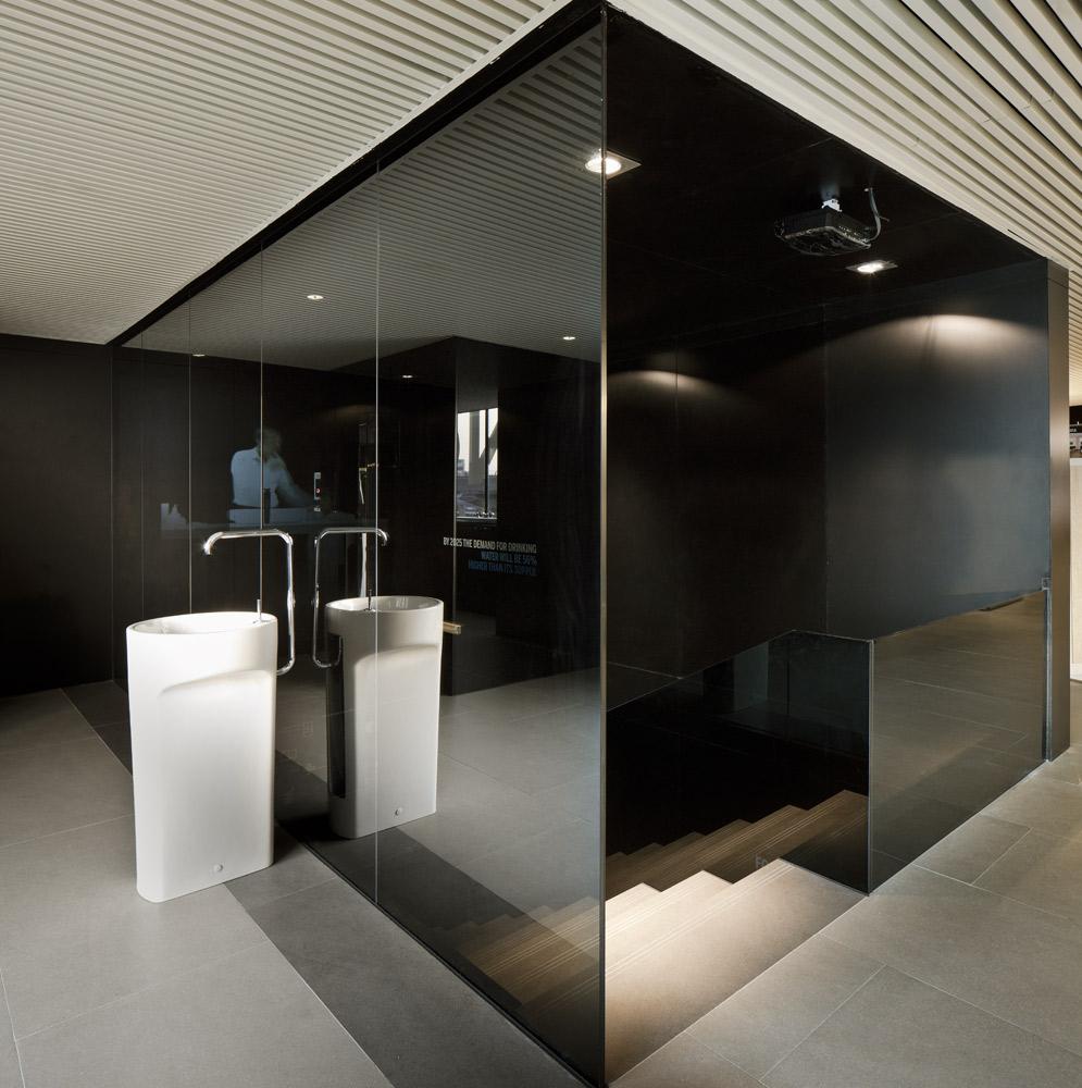 Francesc rif studio showroom roca for Showroom roca barcelona